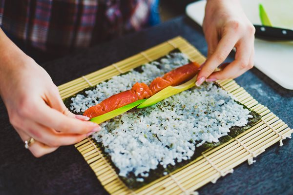 Girl-is-making-sushi-at-home_shutterstock_247918951-(2).jpg